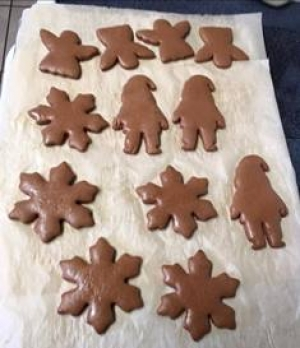 Gingerbread-baked-and-shiny